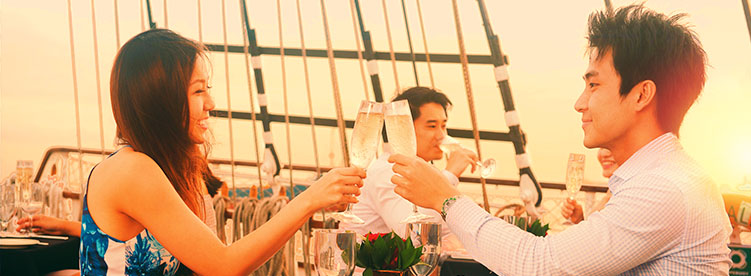 romantic couple having champagne royal albatross