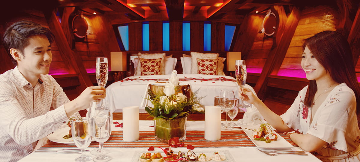 romantic couple inside the cabin royal albatross
