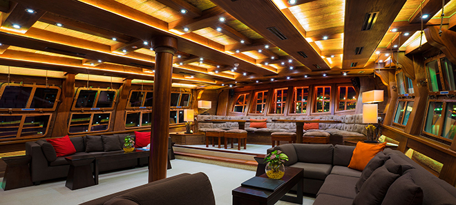 middle deck grand salon on royal albatross