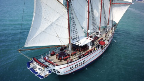 yacht overview royal albatross top view